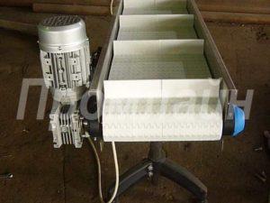 конвейер с модульной лентой с поперечным профилем